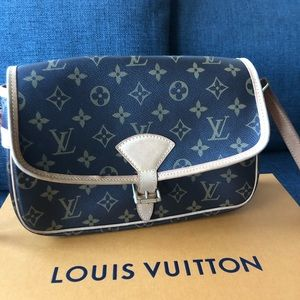 Authentic Louis Vuitton Sologne crossbody